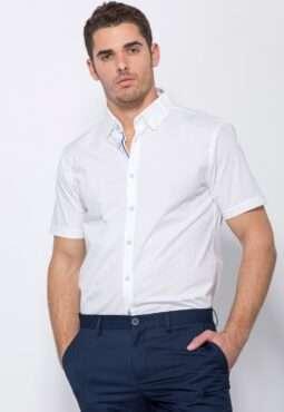 חולצת כפתורים מחויטת בגזרת  Slim Fit