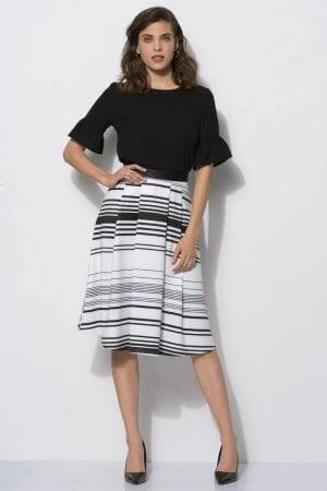 חצאית סריג פסים בשילוב קפלים