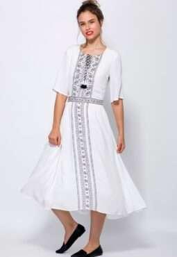 שמלה עם הדפס דמוי רקמה ומחשוף קשירה