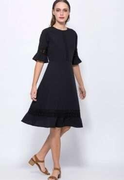 שמלה עם עיטורי תחרה שרוול פפלום