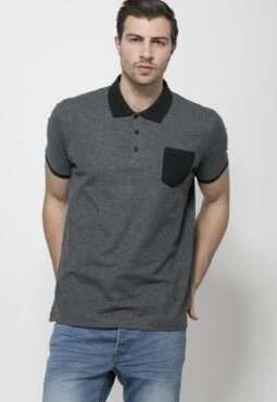 חולצת פולו צווארון וכיס בצבע קונטרסטי