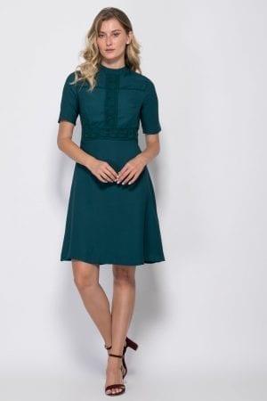 שמלה עם עיטורי תחרה