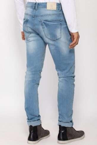 ג'ינס צר משופשף