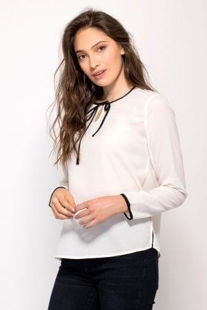 חולצת אריג עם גימור סרט בצבע קונטרסטי