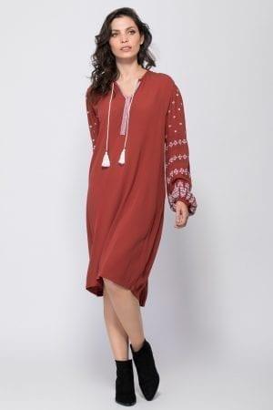 שמלת בוהו רקומה בשילוב גדילים