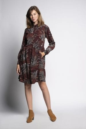 שמלה בגזרת חולצה מחוייטת והדפס אול אובר