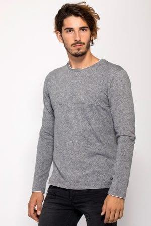 חולצת טי בטקסטורת מלאנג´ ובמראה שכבות