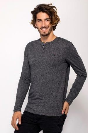 חולצת טי בטקסטורת מלאנז´ עם כפתרה