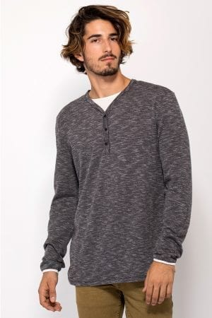 חולצת טי טקסטורה במראה שכבות