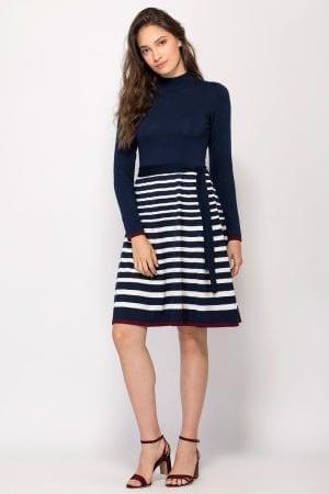 שמלת סריג צווארון גולף בשילוב פסים וחגורה