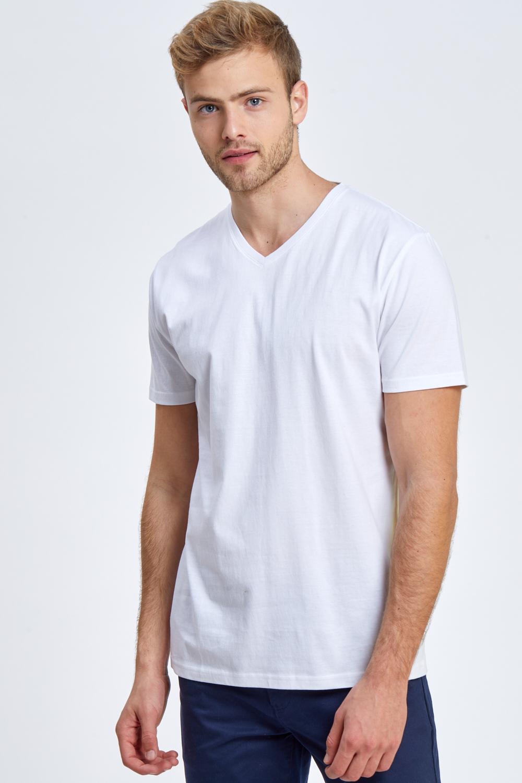 חולצת טי עם צווארון וי