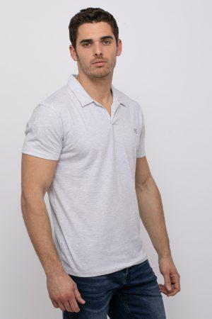חולצת פולו עם מפתח צוואר וי