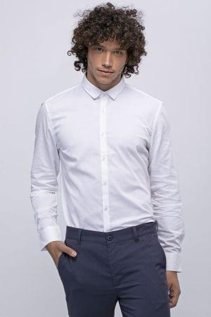 חולצה לבנה אלגנטית