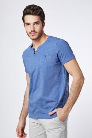 חולצת טי צווארון split
