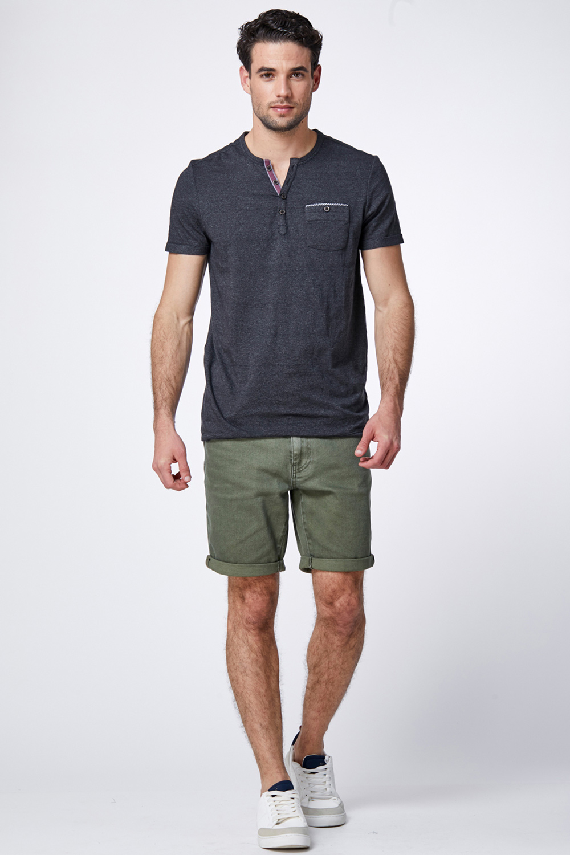 חולצת טי צווארון Y