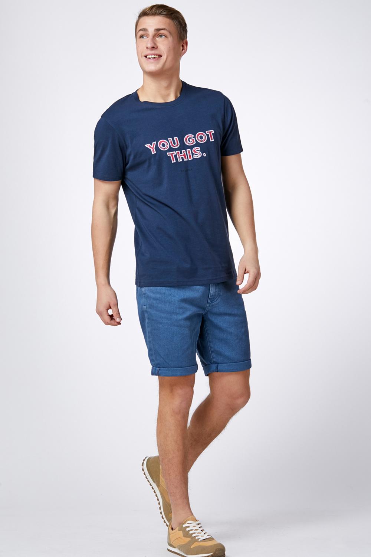 חולצת טי עם הדפס אותיות ורקמה
