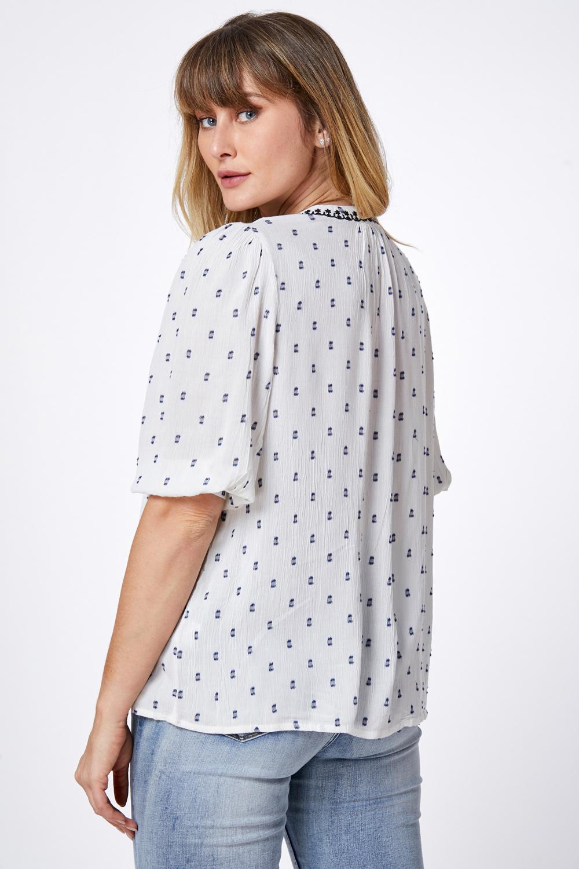 חולצת אריג רקומה
