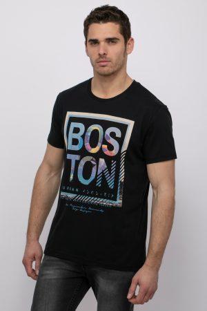 חולצת טי עם הדפס BOSTON