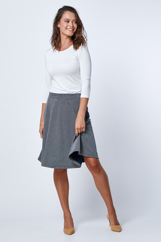 חצאית מודפסת פסים דקים