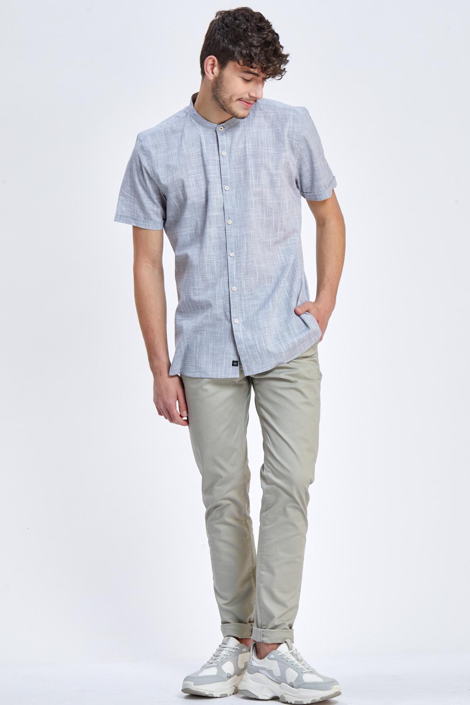 חולצת טקסטורה מכופתרת צווארון סיני