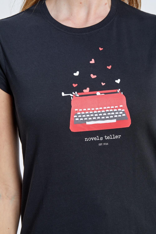 חולצת טי הדפס מכונת כתיבה