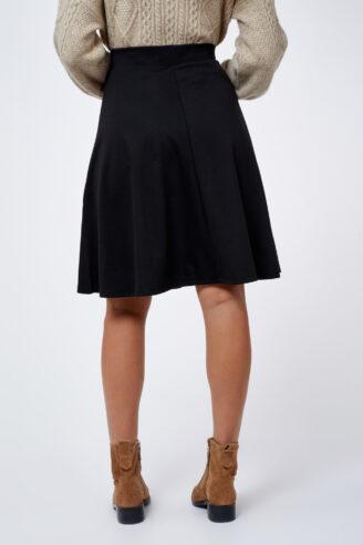 חצאית בייסיק שחורה