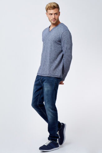 ג'ינס כחול שטוף מעוצב